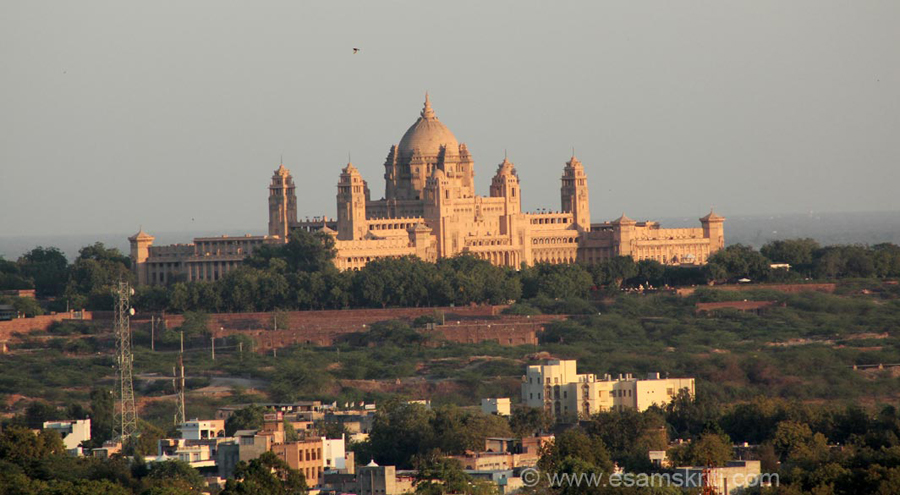 This is an overview of the Palace. Took this from pic from Mehrangarh Fort or Jaswant Thada. Part of the Palace continues to be the residence of the Maharaja of Jodhpur whilst the rest is a hotel. There