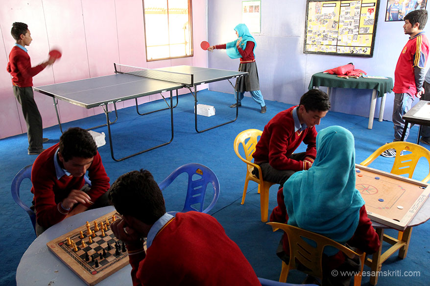 Loved this games room, reminded me of the one we had in our society back home. Girl on right plays pretty well, her smashes were worth watching. Chess is a thinkers game whilst carom is fun. Really liked the concept and layout. Wish all Army Goodwill Schools have such a facility.