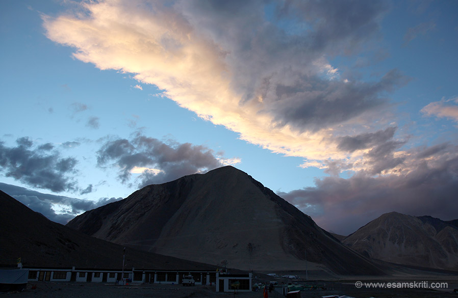The album consists of pictures from about 5.15 to 11.30 am and covers the main touristy area plus drive along the lake. The Lake is 134 kms long of which about one third is in India and the balance