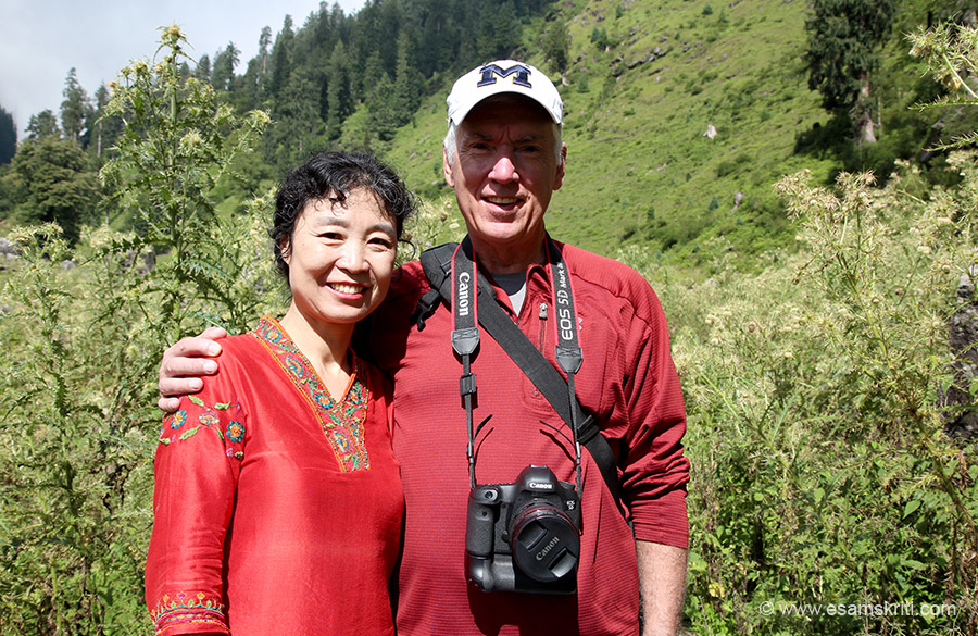 I decided to trek up a prachin (ancient) Shiv Mandir. Met this couple enroute lady Chinese man American. Lady said she loves India - hope more Chinese think like her.