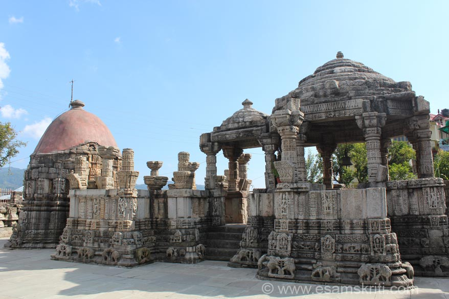 A closer view of the Shiv temple. Note the architecture, the dome and elephant carvings at lower levels. Elephant carvings similar to what saw in Belur and Halebidu temples of Karnataka.