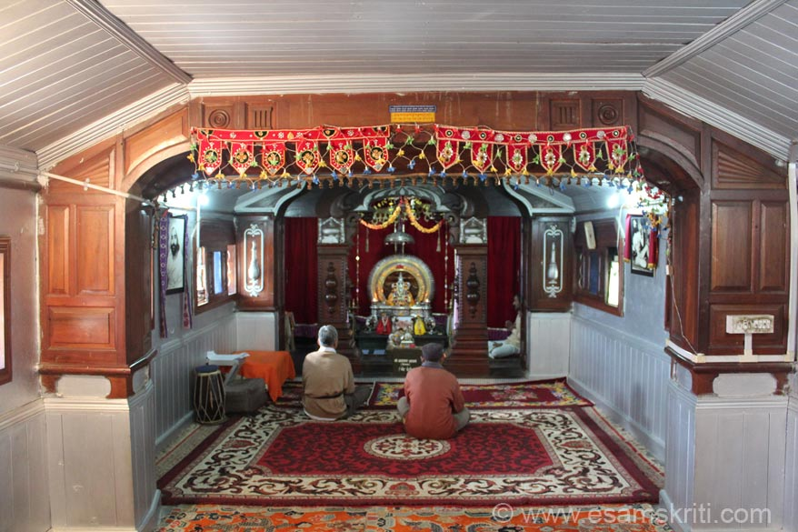 Work for the ashram started in March 1936 and completed by 1945. It was originally called Sharda Ashram and later on changed to Narayan Ashram. This is the temple on the first 
