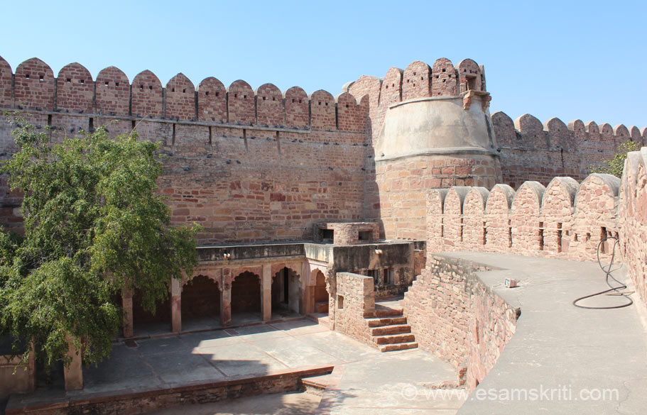As you enter the gate this is the fort wall on the right. The fort is not on a hill like Chittorgarh or Mehrangarh forts but is at a slight elevation. Name of this fort is Ahhichatragarh.