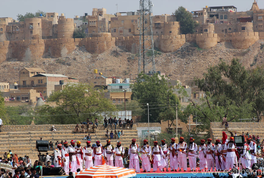 Day 1 of the Desert Festival had a competition of the most well dressed male in local attire. U see contestants standing on the stage with the fort in background. Note the fort design