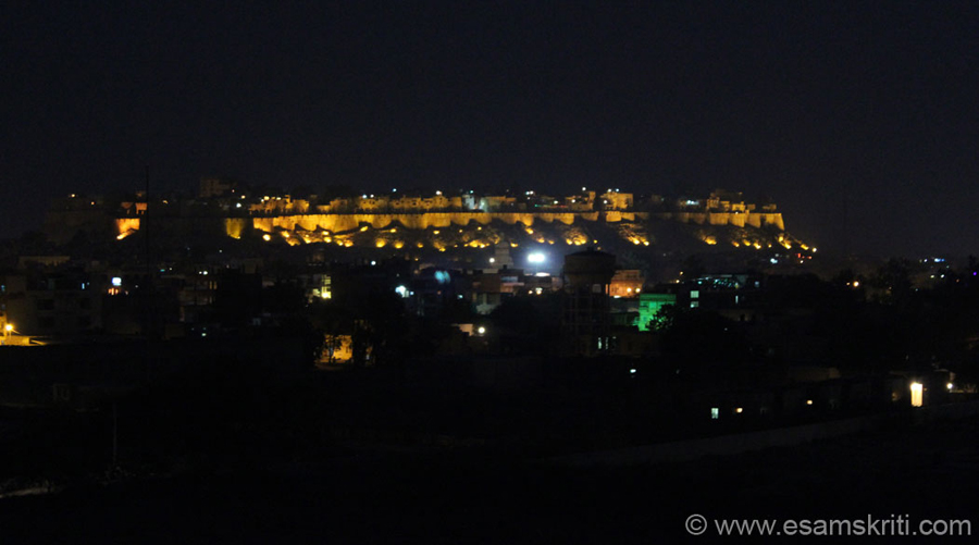 This pic was taken from Vyas Chhatri ie a few kms away from the town. We were returning from Bada Bag when saw the fort from far - loved it but pic would not come well from road level.