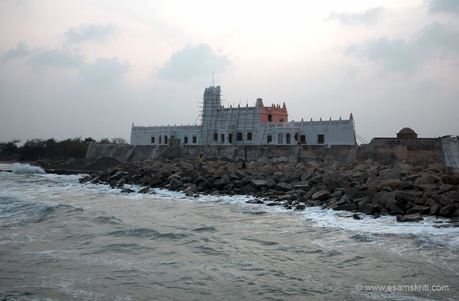 This is the Dansborg Fort. We reached late so had closed. A friend says the museum has many Maratha paintings whilst they ruled Thanjavur. The Danish East India Company lasted
