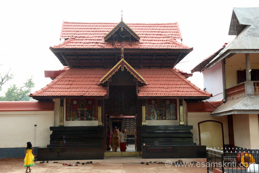 A short distance from the Sree Rama Temple is is the famous Sree Sastha temple at Arattupuzha. U see temple entrance.
