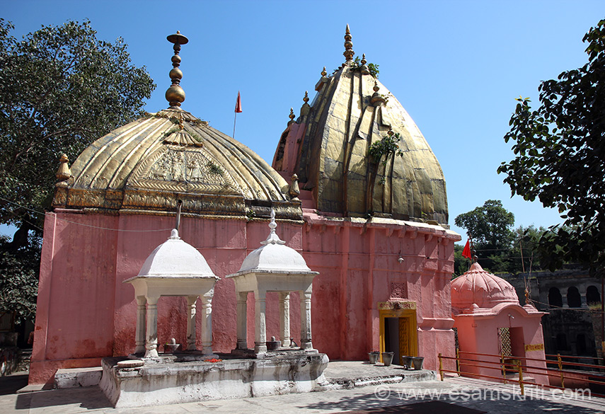 Close view of temple. Gold plating donated by Maharaja Ranjit Singh who also gave gold for Hari Mandir Amritsar, Kashi Vishwanath Mandir and Jwalkamukhi Mandir in Himachal.