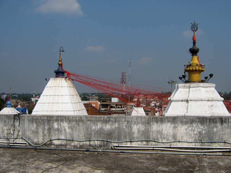 A view of the trishuls on top of temple. To read more about temple tradition <a href=http://www.templenet.com/Ganga/vaidyanath.html target=_blank>click here</a>