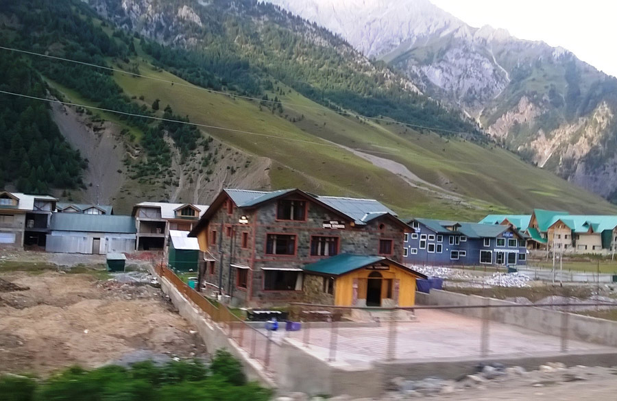 Activity in Sonmarg. Heavy construction in Sonmarg. Our driver told us how corrupt politicians in J&K Government own most of the prime land here. From Kashmir to Kanya Kumari India is One!!