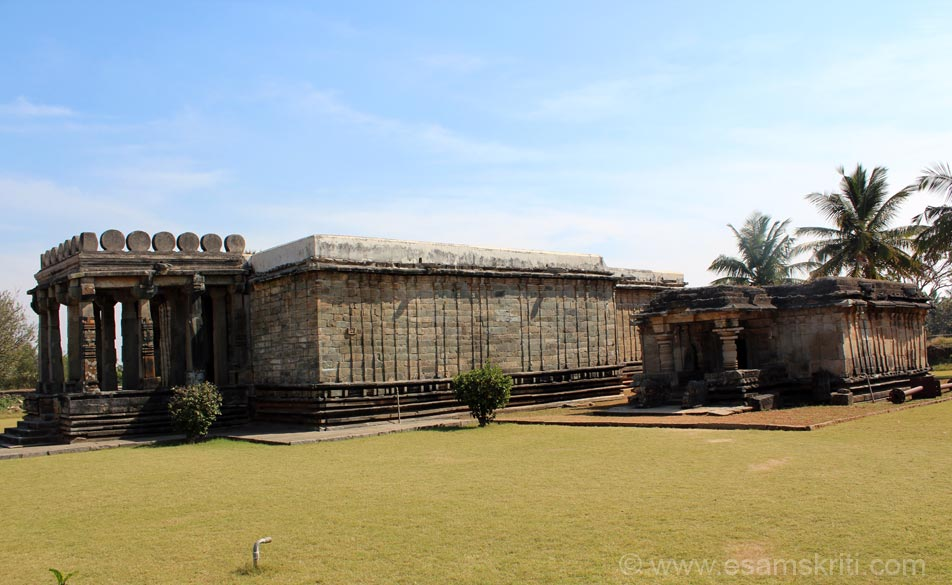 U see Adhinathaswamy (Central temple) and Shanthinathaswamy (to the east of Shanthinathaswamy) are other two temples in the complex.