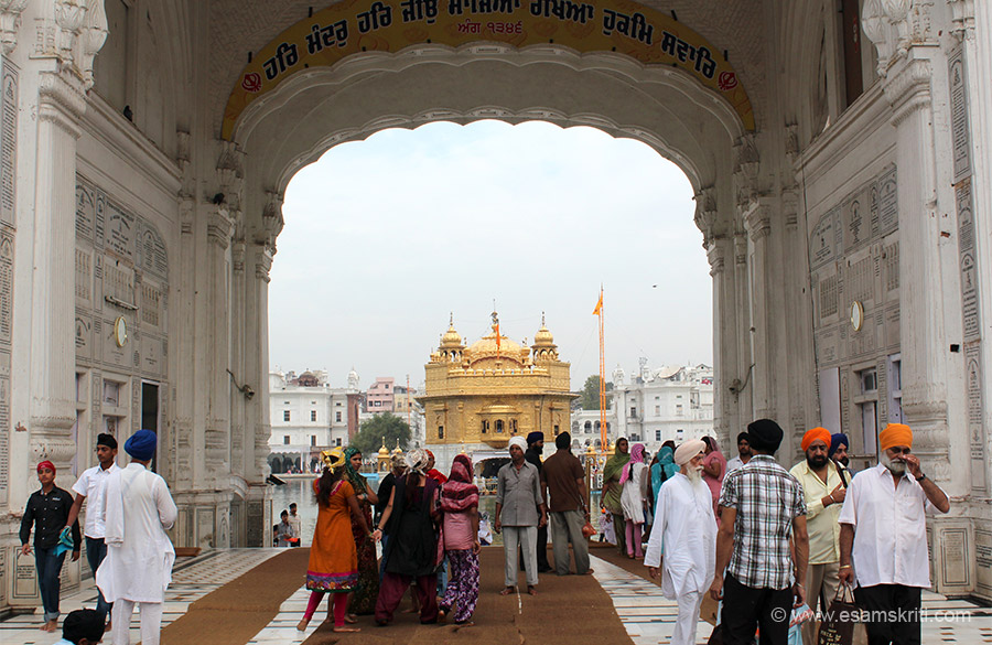 A horizontal view of the temple entrance with Golden Temple in the centre. On left of entrance is the Langar or community kitchen.