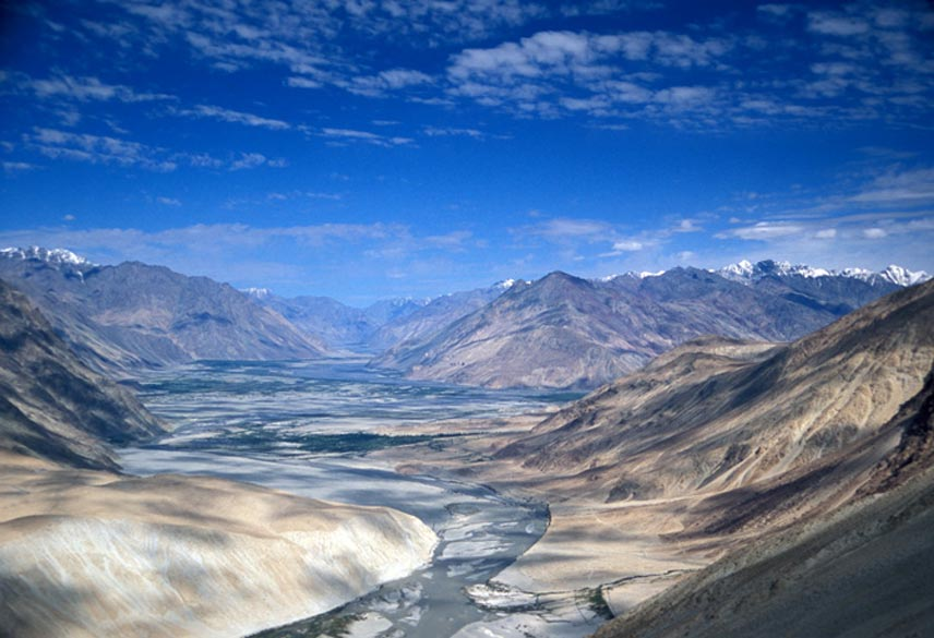 Bird``s eye view of Nubra Valley and Shayok river. The river cut a deep gorge and fell 500 m to the Nubra valley before joining the Shyok. We would therefore have to climb 900 m 