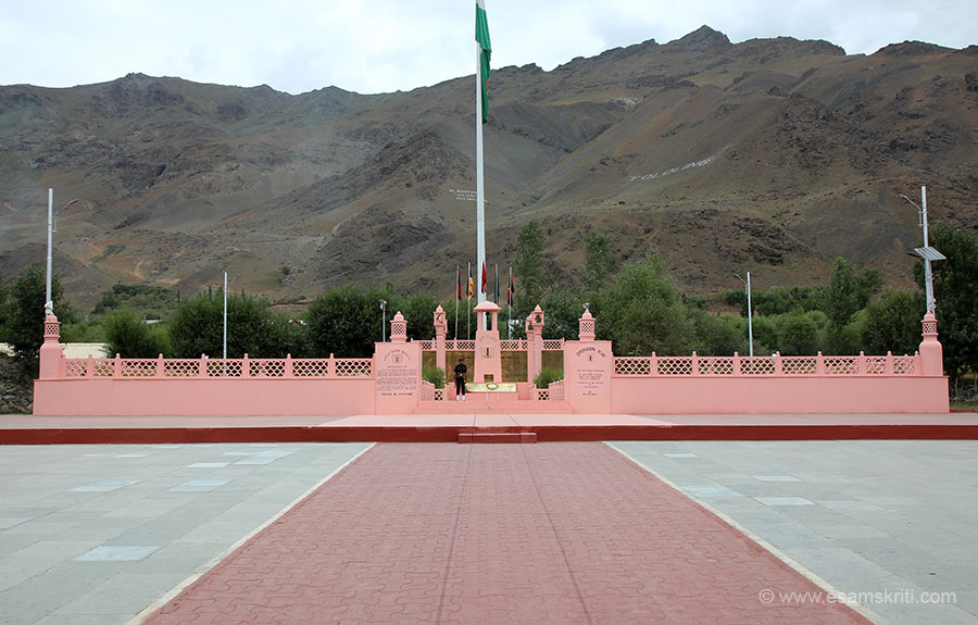 Overview of the memorial with TOLOLING hill on right of pic. Learning from Kargil 1999 is NEVER LET YOUR GUARD DOWN however friendly government to government relations are.
