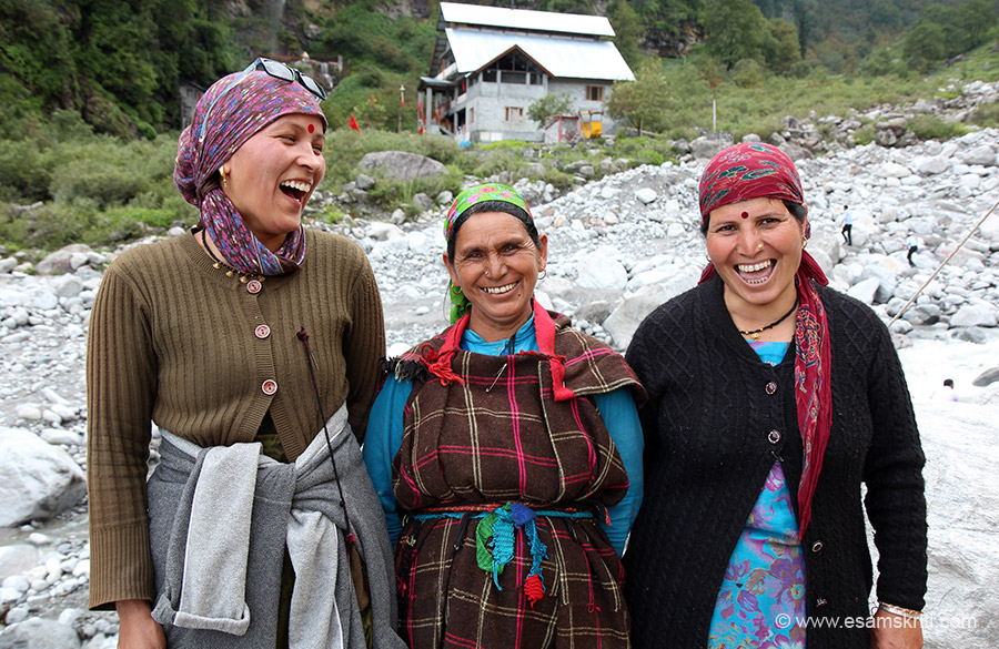 After about 30 minutes trek reached place from where you cross river. Unfortunately the bridge had got washed out last night so I chatted with Himachali women that you see till someone