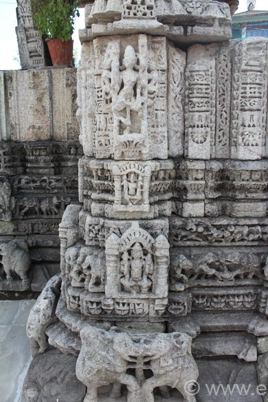 Dome structure ke front mein close up of pillar. Note elephants at lower level. Never seen them joined like this. Upper level carvings not clear. Champavat is at a height of 1615m, at one