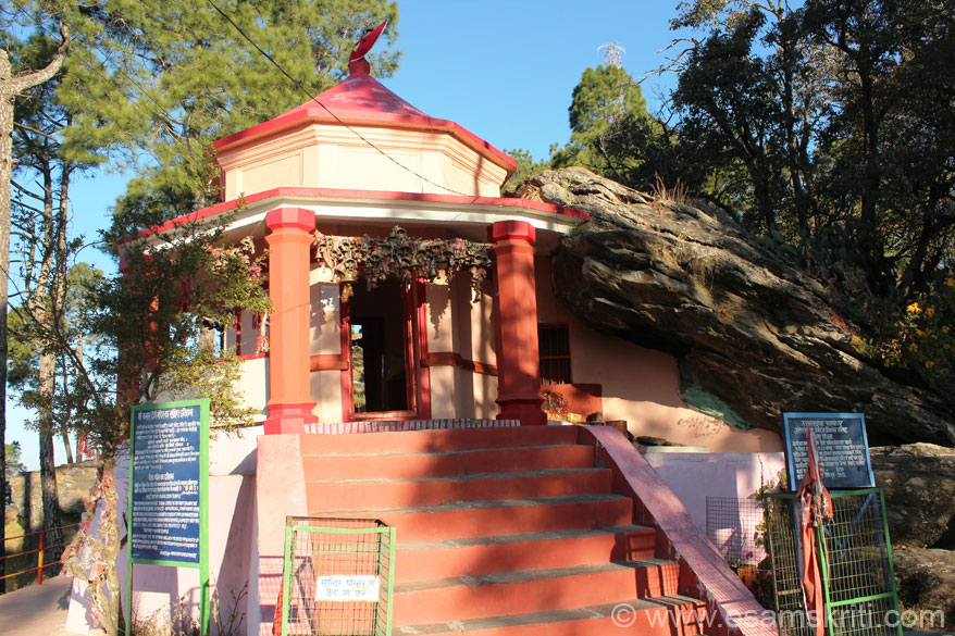 On road to Binsar is Kasar Devi mandir that you see. From road is a 15-20 minute walk uphill, cemented walk way. Before the temple was made the rock that you see on the right of the