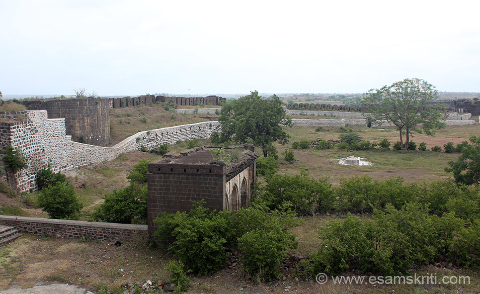 A view of the fort. Left of pic is a bastion. It is now in ruins must have been at higher level earlier.