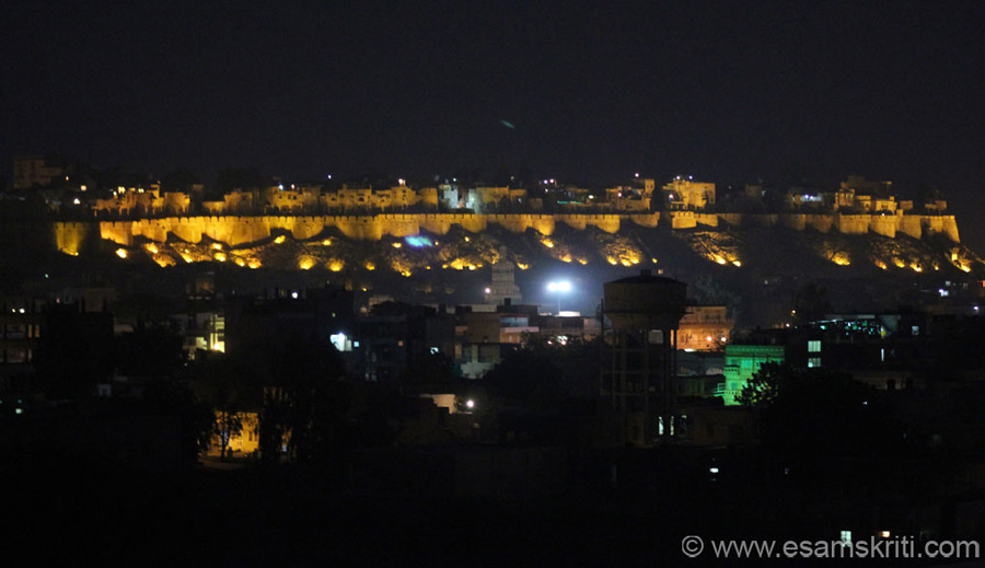 Fort at night. Clicked this from Vyas Chhatri ie a couple of kms away, top of a small hill. I was unwilling to climb the hill in the dark that too with sandals on but driver Lalit Singh Pawar 