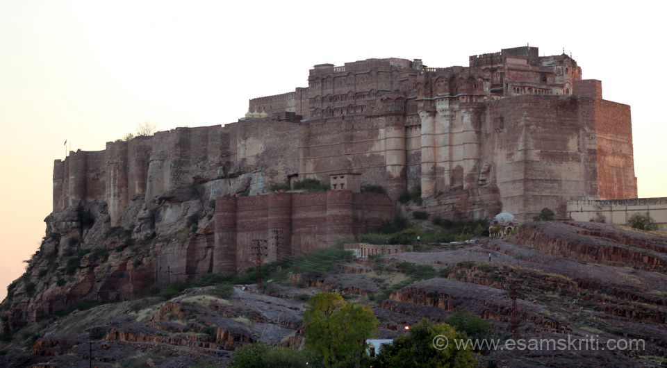 U can reach the fort in two ways. One is drive up the hill and two walk up to the fort. Either way u get this close up of front view of the fort. U can see rock at bottom of pic. Centre 