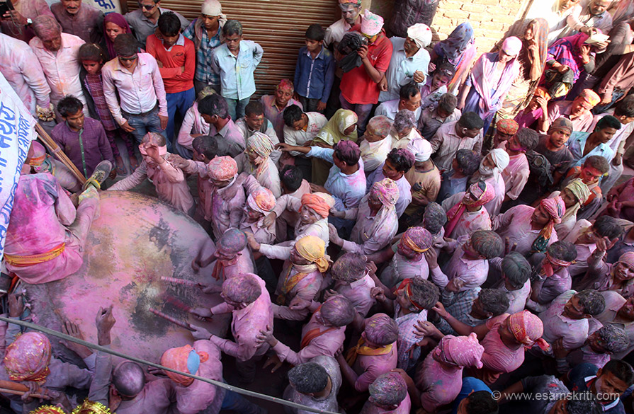 The Yadav Samaj come in a procession informing their arrival with banging of this drum. I was staying in a Yadav mohallah and heard this noise often but did not know it was for this. My hosts told me that earlier individual communities brought their processions but now only the Yadavs do so.