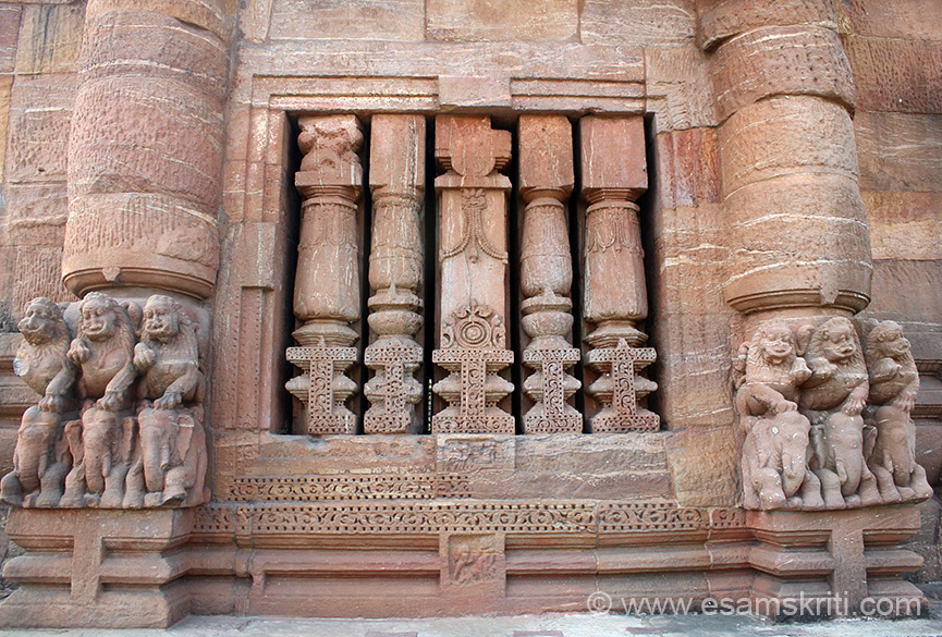 Balustrade windows on either side of the temple. On either side of pic lions sitting on elephant. Observe closely u will notice that plain unsculptured stone is put at various places. 