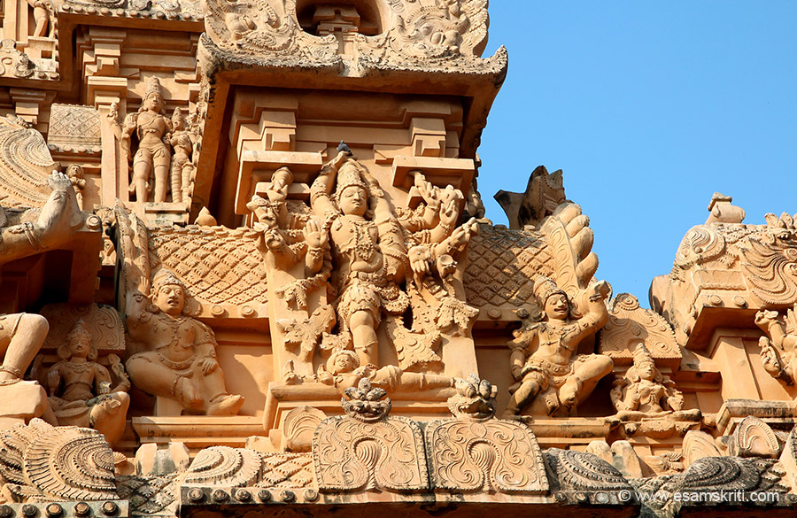 Image is of Rudhra Thandava (Shivji). This is Keralantakan gopuram part of the Chola period. It was to celebrate Rajaraja 1 victory over Kerala king Bhaskar Ravi Varman. Has 5 floors. This gopuram has granite upto first floor