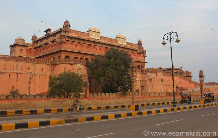 Raja Rai Singh (1571 to 1611) built this impregnable unconquered fort. U see front view of fort against rising sun. This is part 2 of pics on Junagarh Fort. Suggest you see part 1 first. To see pics <a target=_blank href=http://www.esamskriti.com/photo-detail/Junagarh-Fort.aspx>Click here</a>