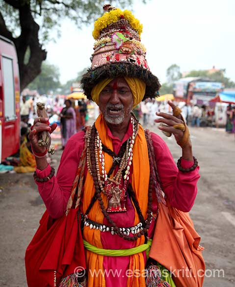 "At Vakhari met this devotee. ""These people called Vasudev belong to a nomadic tribe seen in Maharashtra. They roam around temples, villages and cities singing songs of Krishna. They wear a distinctive hat made of peacock feathers and dhoti, the traditional men's wear."""