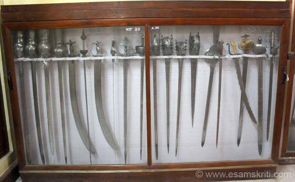 Swords of various types. There were some old swords that weighed a lot.