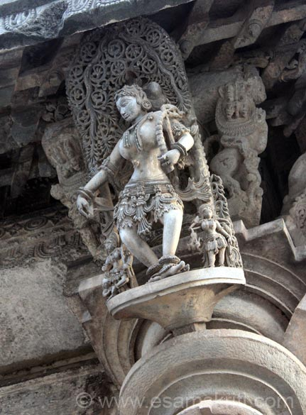 Successful huntress holding a bow. Mallitamma was the most prolific of all known Hoysala artists and more than forty well-executed sculptures stand in his name.