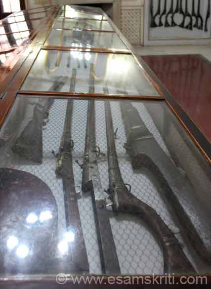 Collection of guns. There was a gun which weighed 16 kgs. Bikaner is about 250 kms from Jodhpur which is well connected by road and air with Delhi, Mumbai, Jaipur.