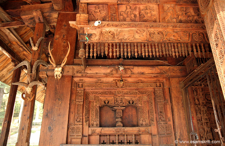 Centre panel seems like an image of Siva. Left are skulls of deers and local equivalent of a buffalo.