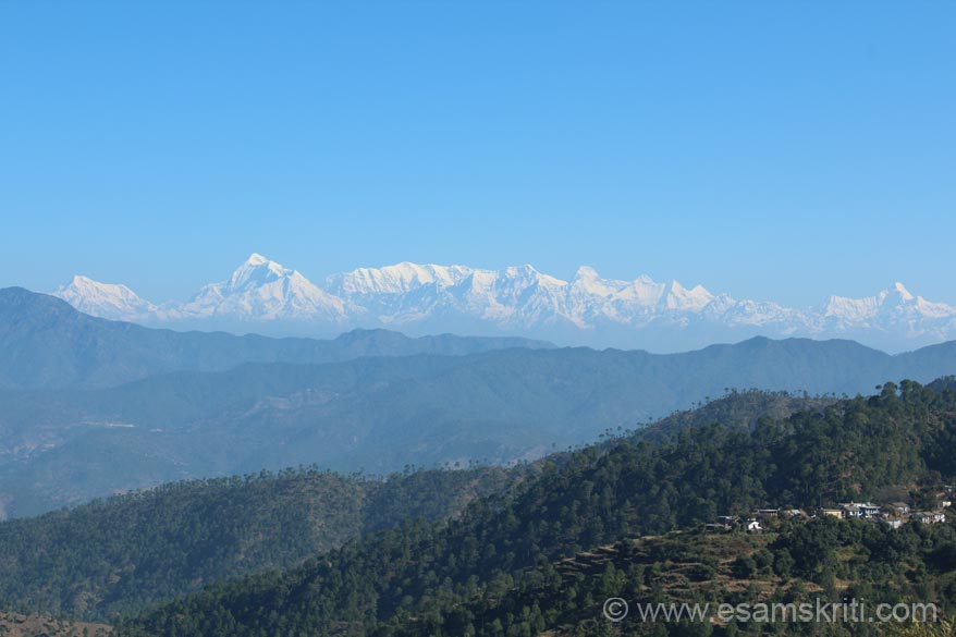 An early morning 9.30ish view of the Himalayan Peaks left to right Nanda Ghunti, Trishul, Nanda devi, Nanda kot and Panchachuli.