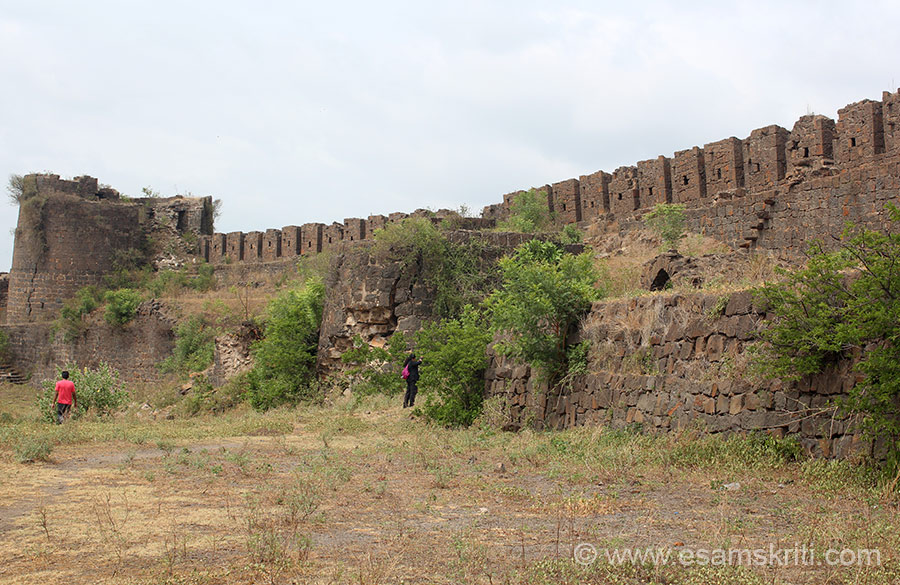 "Fort wall and bastion. ""It is believed that the fort was built by Nalaraja (The King Nala). The fort and the city is named after him. The fort was built in the period of the Chalukya kings of Kalyani. Later, from 1351 to 1480, in the period of the [Bahamani] kings. In 1558, the Adil Shahi rulers, after the downfall of Adil Shahi Kingdom, Naldurg passed into the hands of Moghalain the year 1686. A.D."" To read more <a href=""https://en.wikipedia.org/wiki/Naldurg"" target=""_blank"">Click here</a>"