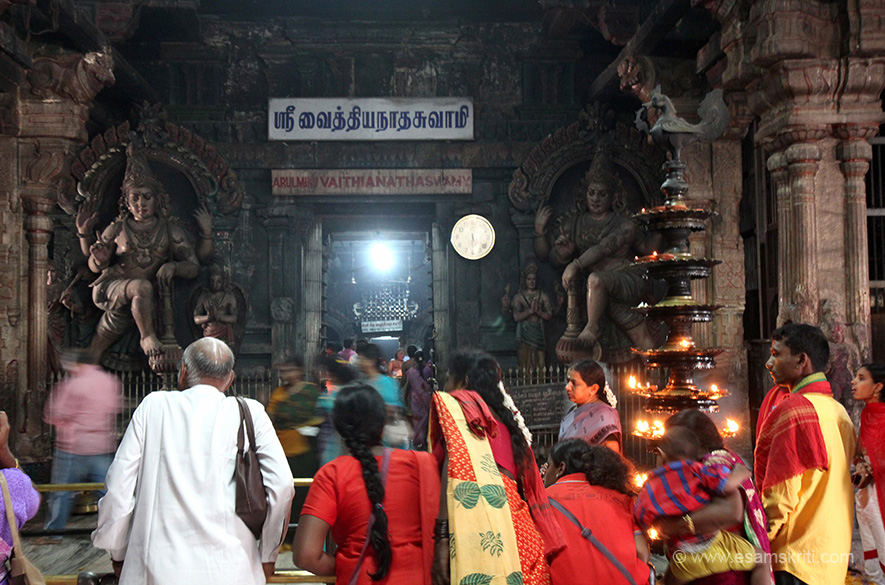 Entrance to sanctum. Dwarapalas (doorkeepers) on either side of entrance.