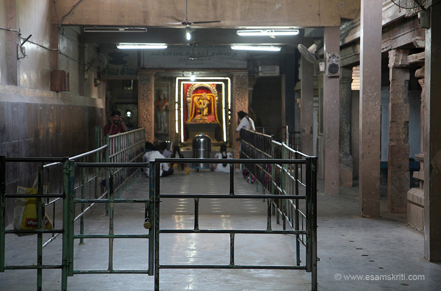 "Inside temple. Devotees offer their pranams here. To know more about how to make offerings <a href=""http://www.marriagetemples.com/nagapattinam/sri-kalyanasundarar-temple-thirumanancheri.shtml