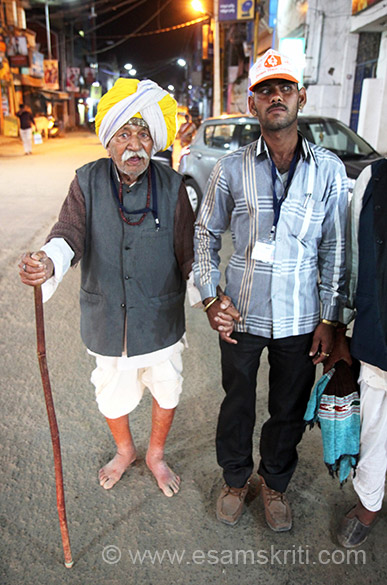 Met this 95 year old from Nagaur district Rajasthan. He could barely walk yet saw the determination in his eyes. Young boy with him is caretaker. A whole train of devotees had come from Rajasthan. There is a Maheshwari Dharamshala where get typical Rajasthani food. I had and loved it.
