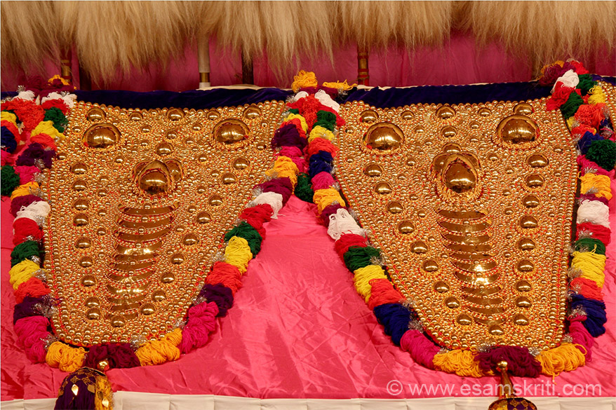 Golden color thing is called Nettipattam (face mark), fixed on elephant as u will see later. 2 main participitants in the Pooram festival are the Thiruvambady and Paramekkavvu Temples. In former the main deity is Sreekrishna (Partha sarathy). The temple was earlier in Edakkalathur near Guruvayoor. 
