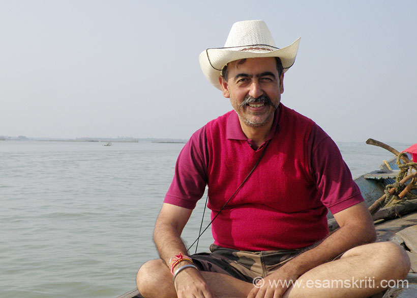 U see me. Loved every minute of the boat ride. Water was cold and clean, weather super, gentle breeze blowing. I had never been to a lake as big as this so loved it. ``52 number of rivers and rivulets drain into Chilika Lagoon.``