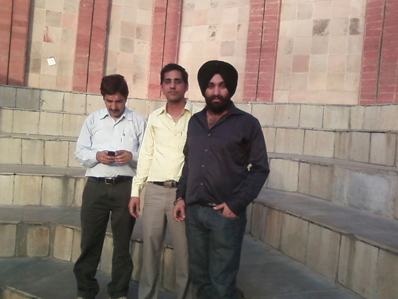 "Sitting area at border. <a href=""http://ferozepur.nic.in/html/indopakborder.html"" target=_blank>Click here</a> to read more"