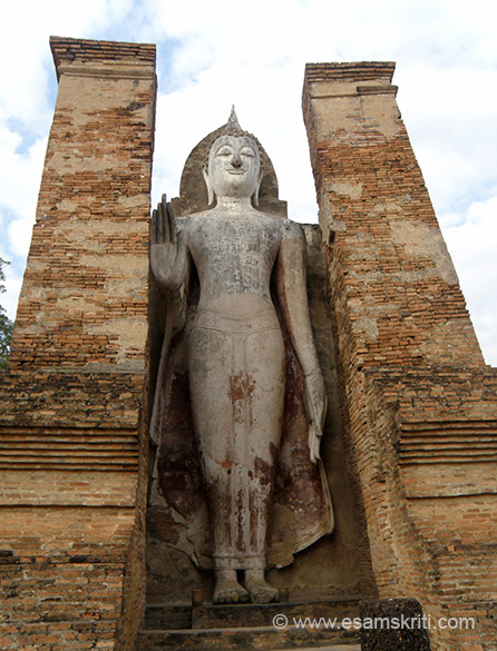 A close of the standing Buddha image that was referred to earlier. Two Phra Attharot (Large Buddha images) are enshrined in a mandapa on both sides of the principle chedi, the close up is what you see.