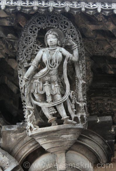 Sculpture of a Proud Lady. Temple open from 7.30am to about 7pm. Guide cost Rs 200-250/ for half an hour during season. For a good Hindi, English speaking guide contact Ramesh 