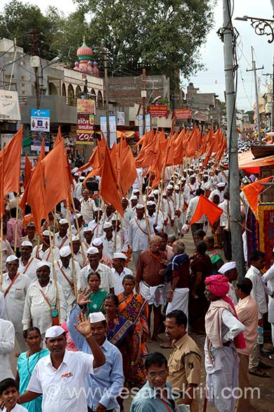 There is a lane ahead of temple entrance at whose corner was a police post. It gave me a bird``s eye view of procession of varkaris. U see one such procession. Their dress is spotlessly white punjama and kurta/shirt with Gandhian cap. At Vakhari saw a dhobi who was ironing their clothes - u can see pic later. Vitthala Temple was built by the Yadavas of Devgiri in the 12th century.
