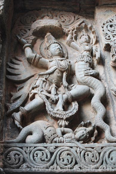 Centre is Garuda, right is Nagaraj. Both of always rivals, used to fight.