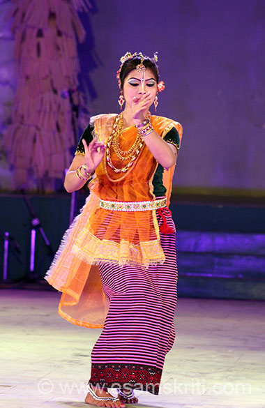"Manipuri dance is about movement of hands and feet than of the head. To see a short movie on Taal Nachom, super with music <a href=""https://www.youtube.com/watch?v=QJHz2XTC6BA&list=PLirCDqYSgoC93ouhaWvdXOXHdrpc8Hp3g&index=45"" target=""_blank"">Click here</a>"