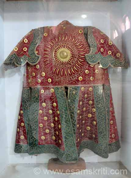 Centre is Surya or Sun God. This is what the King wore on top of the protective gear that you saw in the earlier picture.