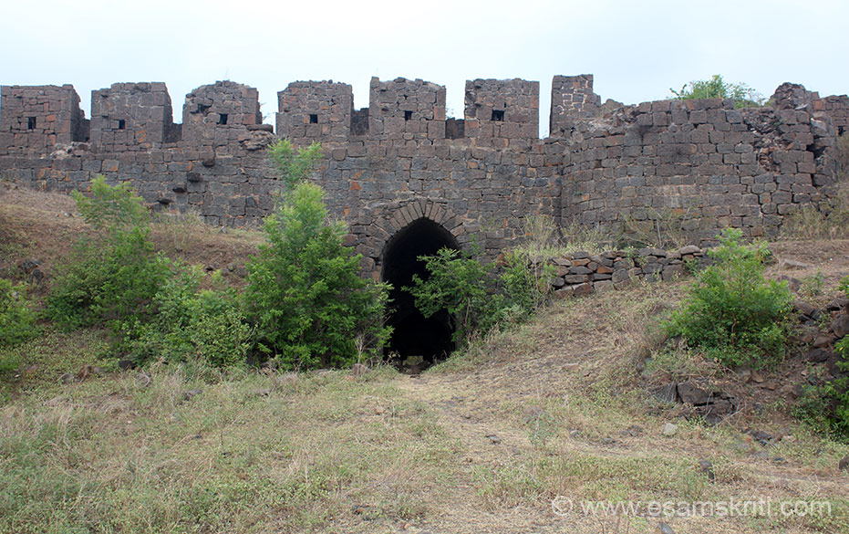 There are 2 levels of fortifications. One is what you see in this pic and another in the next. Walk through the entrance and u enter open area from where attacks on enemy took place.