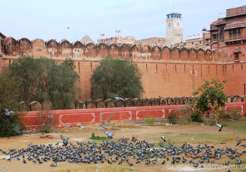 U see pigeons in garden that houses Rao Bikaji statue. 1st is small red wall, then fort wall, moat that you cannot see and lastly high fort wall. Beyond that is a huge garden which you 