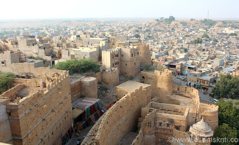 Took this standing on terrace of Raj Mahal that you saw in earlier pic. Since right of pic is eastern entrance side you see fort has many layers of walls. Right of pic is road. Day 1 of 